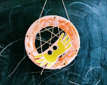 How to Make A Handprint Spider in Plate Web