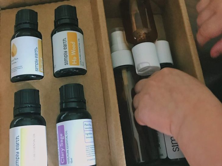 Stay healthy during the winter with Simply Earth's essential oils. January's theme is Winter Wellness. See what is inside their January subscription box!